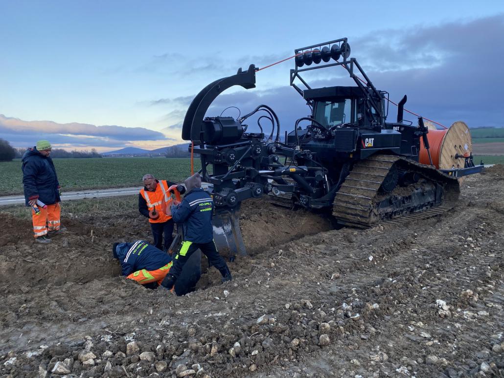 HAES - Pluhování kabelů a potrubí
